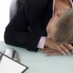 昼食後の仕事中にひどい眠気の原因は病気じゃなく血糖値